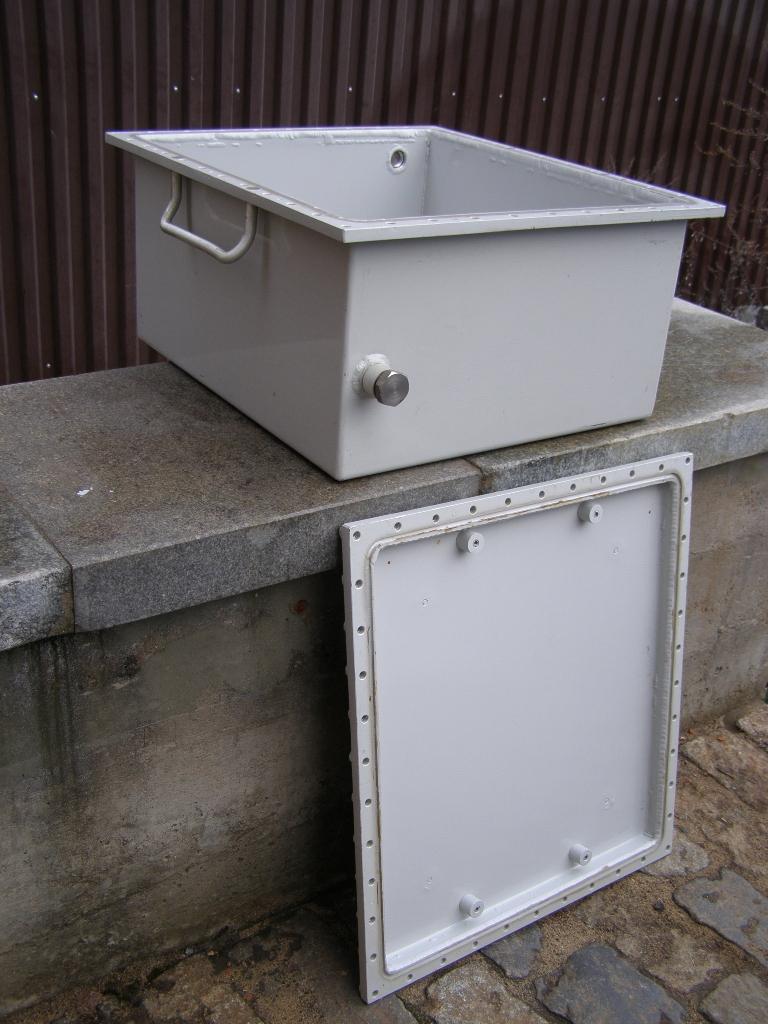 Ящик алюминиевый с крышкой