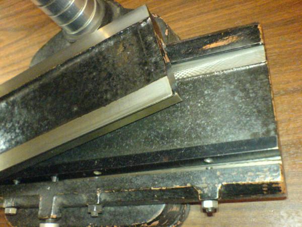 стол снят с направляющих, вид снизу