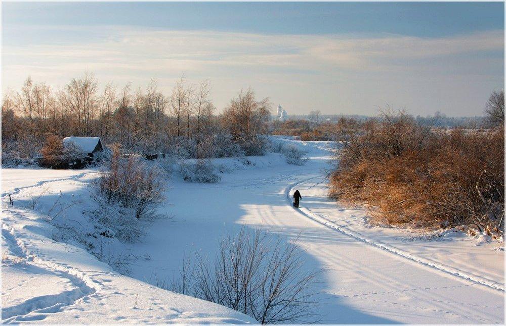Дремлет речка подо льдом