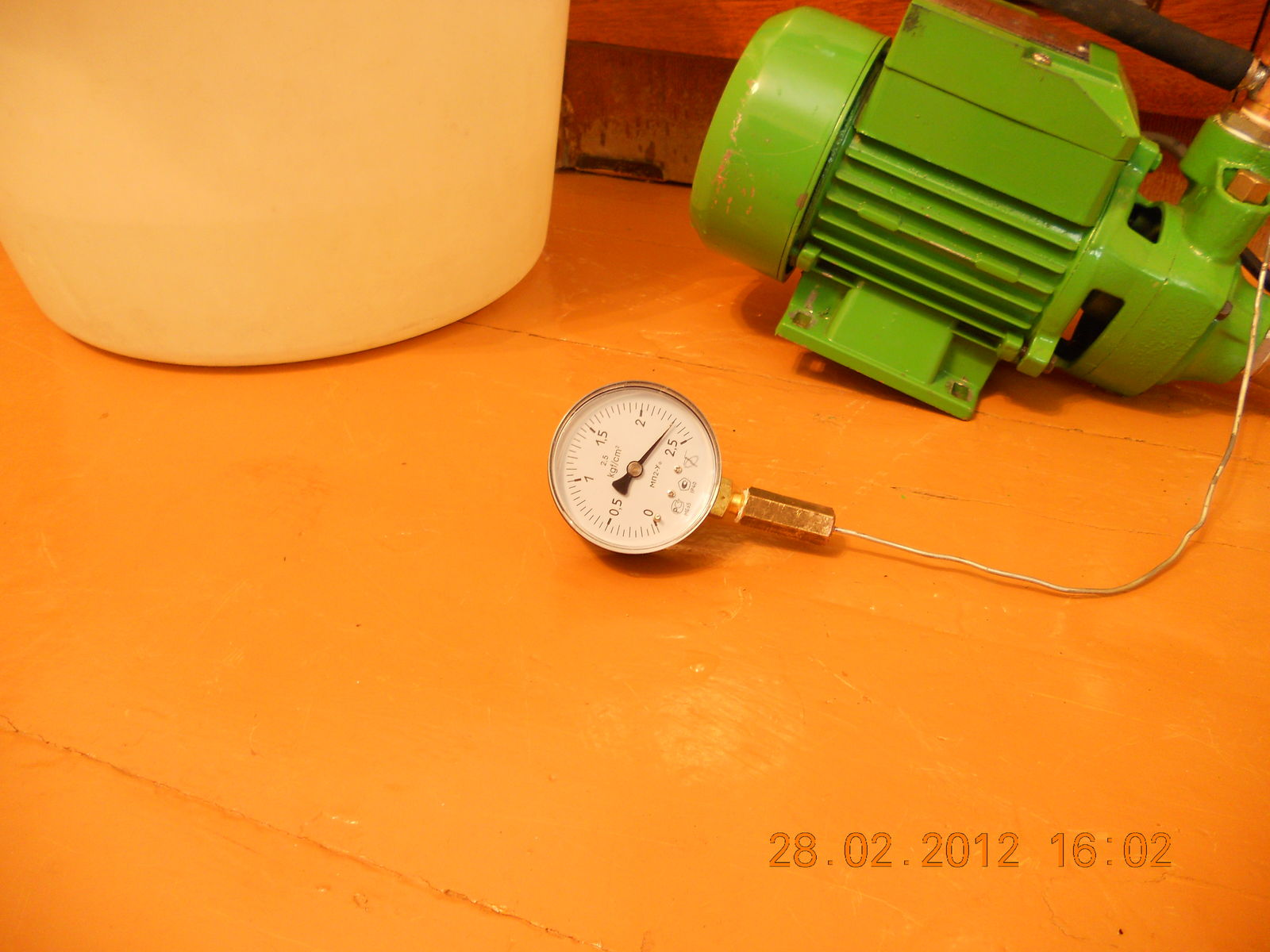Давление при первом испытании с шариком в клапане