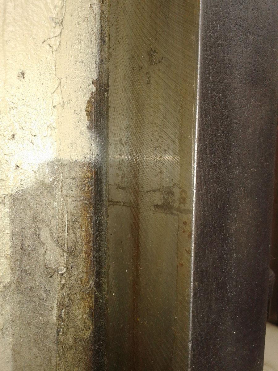 Левая вертикальная направляющая фрезерной головы, верхняя часть, обратная сторона 2