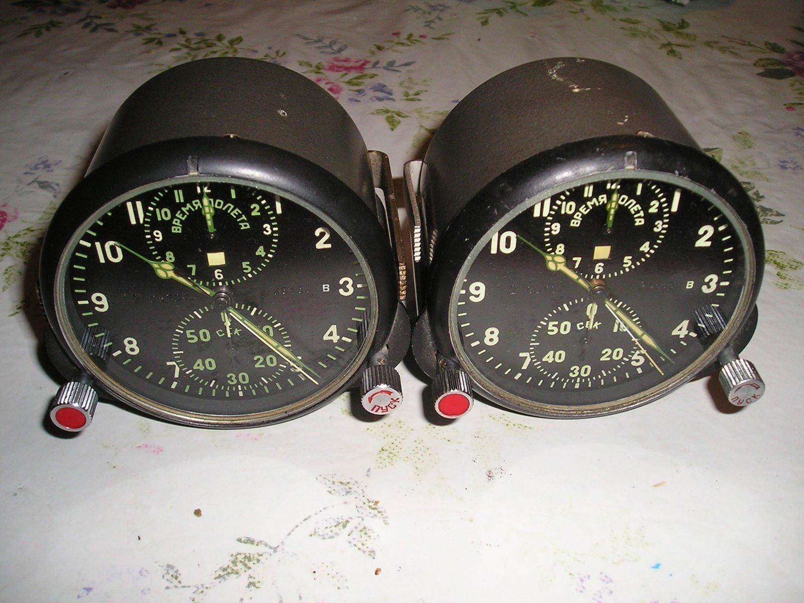 два экземпляра АЧС-1, слева новый