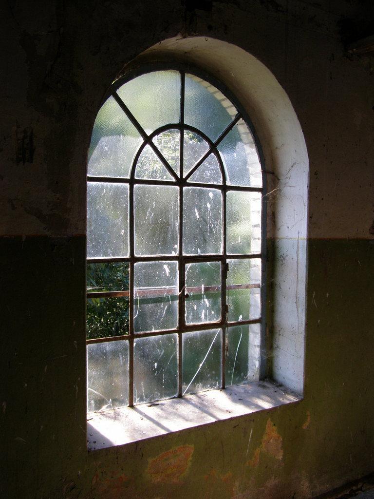 Окно в насосной станции начало ХХ века.