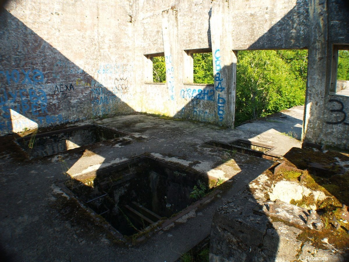 Остатки помещения подъема ворот шлюза, спроектированого голладскими инженерами более 100лет назад...