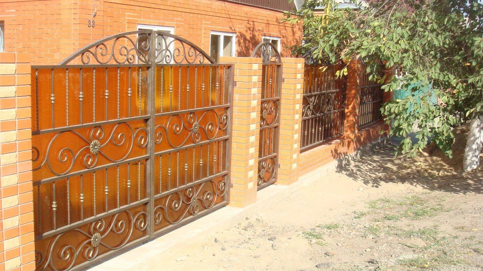 Ворота с поликарбонатом.