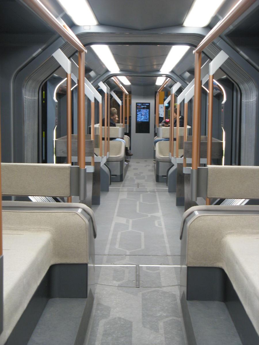 Трамвай 71-410,  он же R1, салон