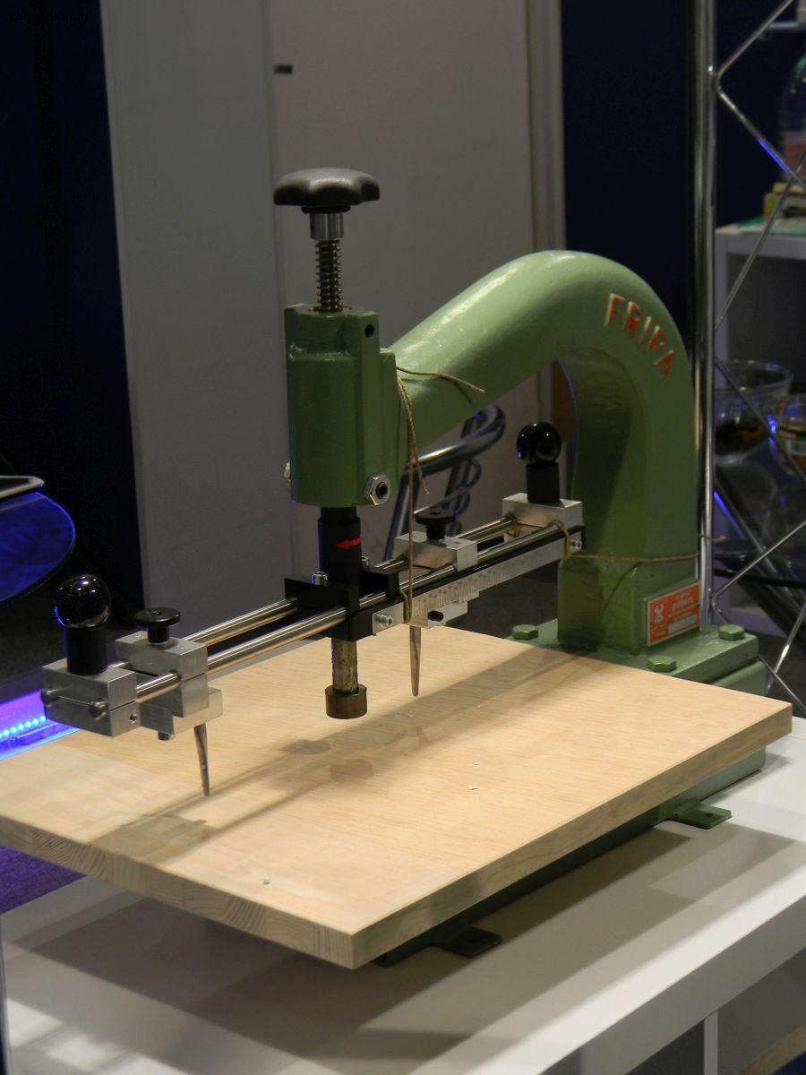 Стенд АЭСК. Мобильное устройство для вырезки уплотнений, прокладок из дерева, кожи, резины, картона, с диаметром до 600 мм