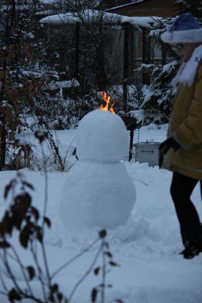 снеговик почти готов