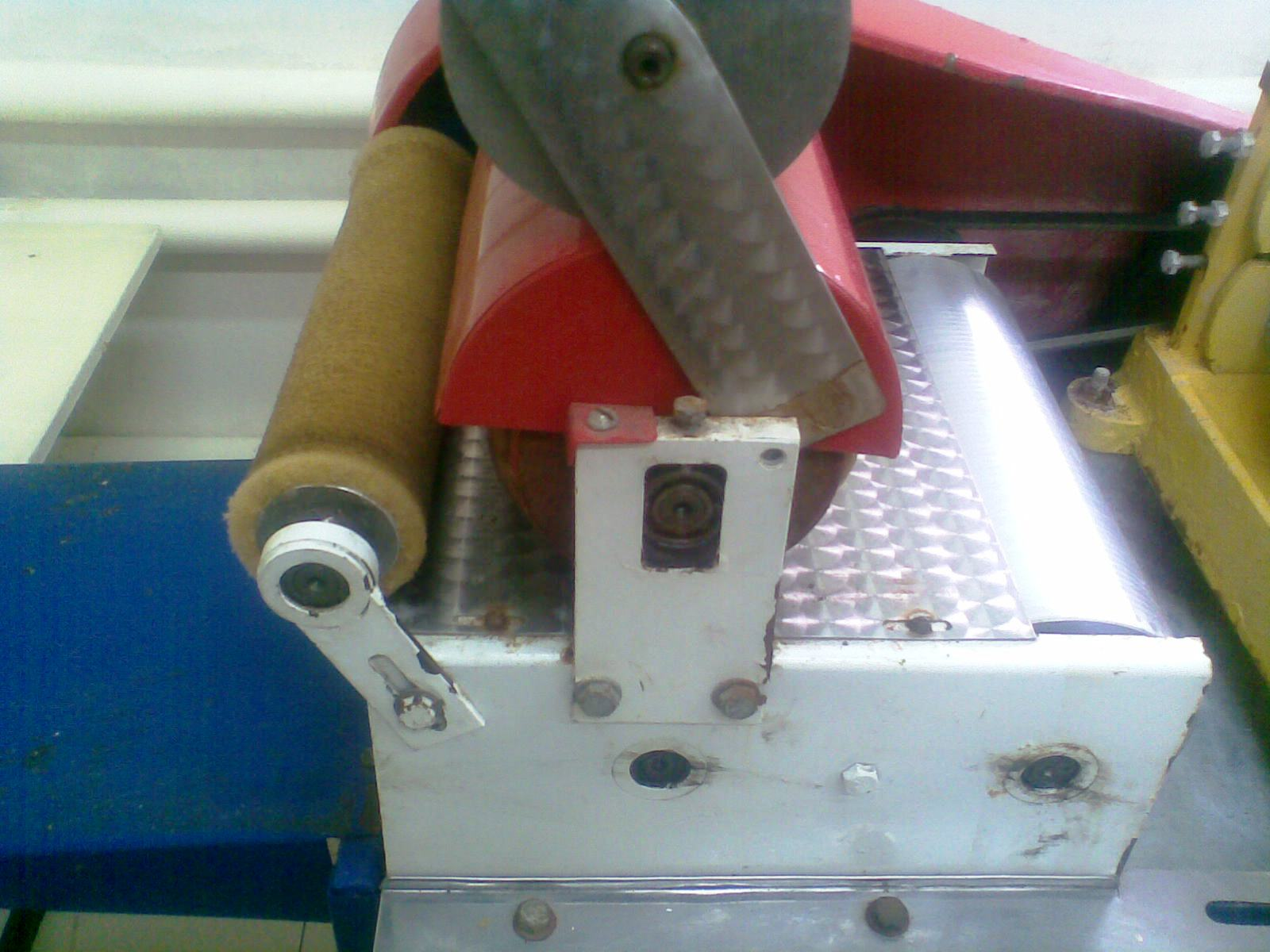 механизм резки и укладки вощины