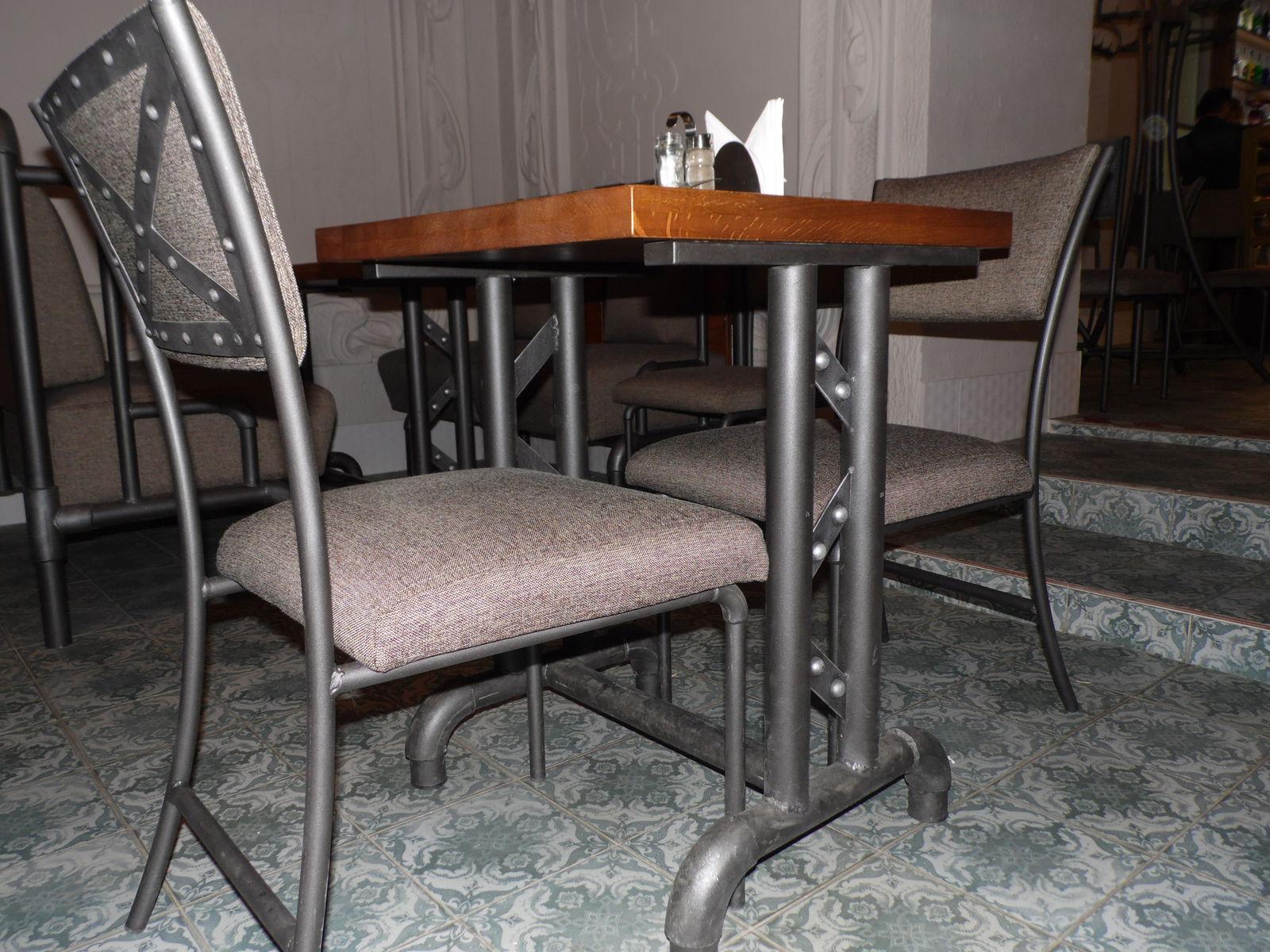 стул и стол, пиццерия