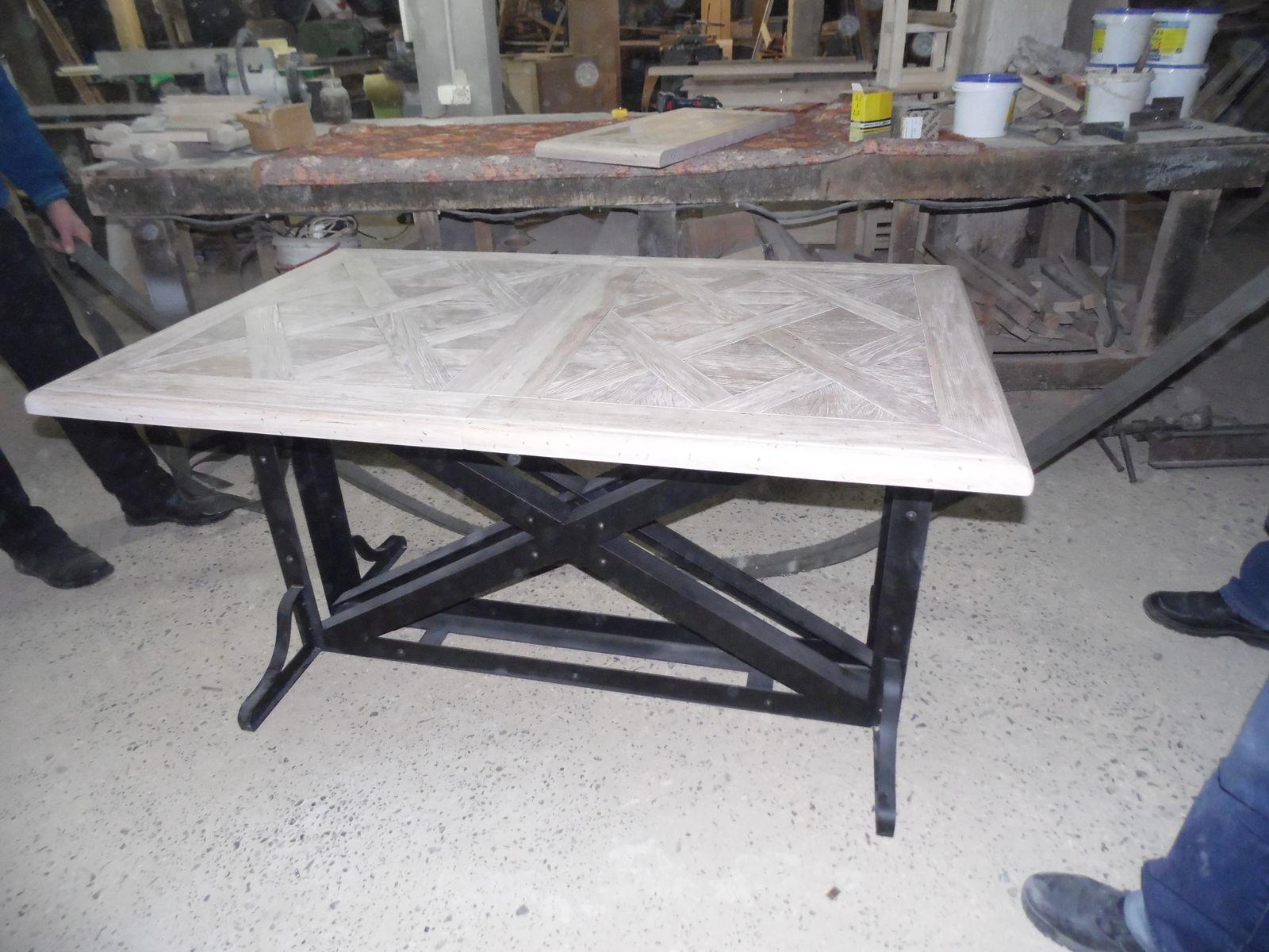 Стол в гостинную с раздвижной столешницей
