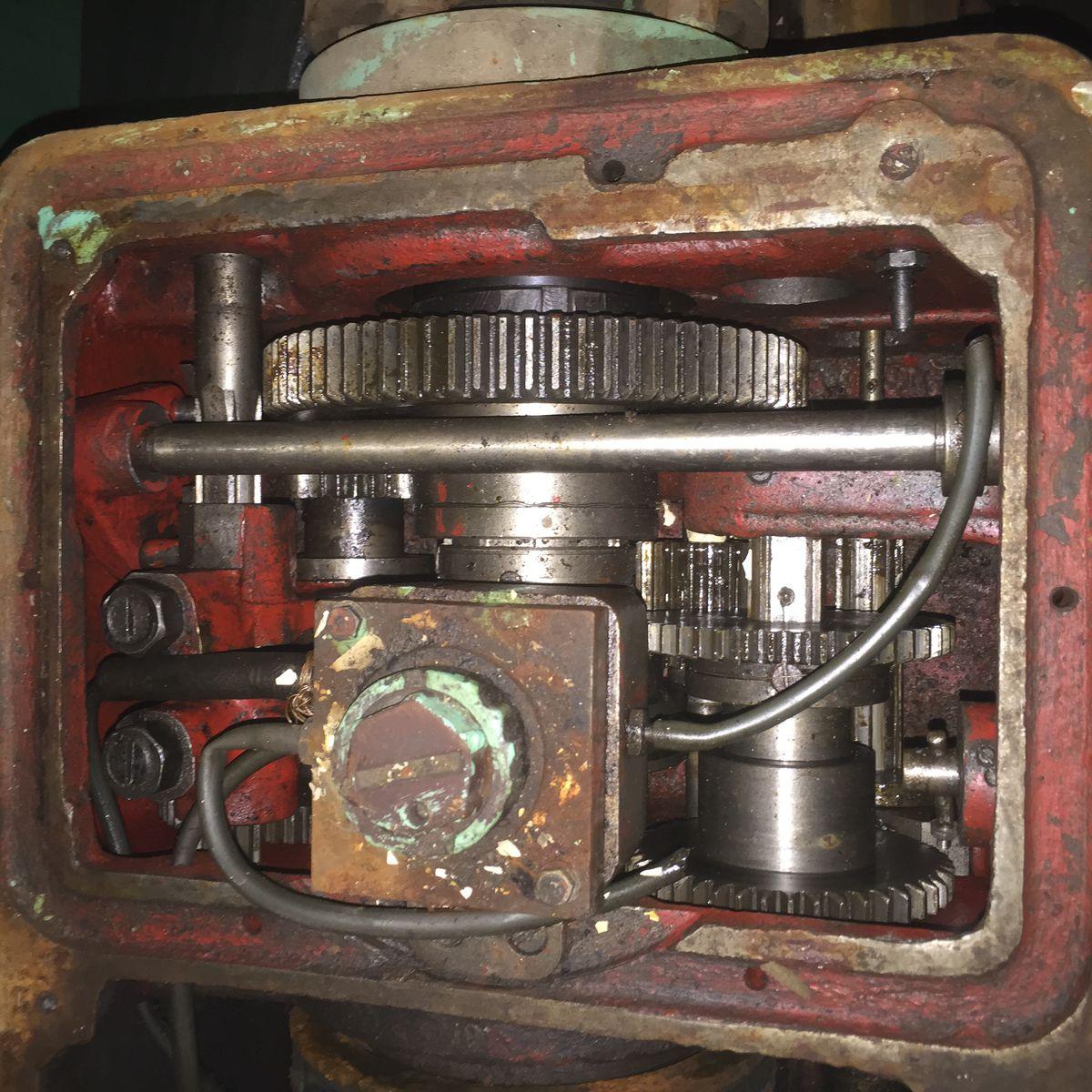 Внутренности передней бабки 1А616