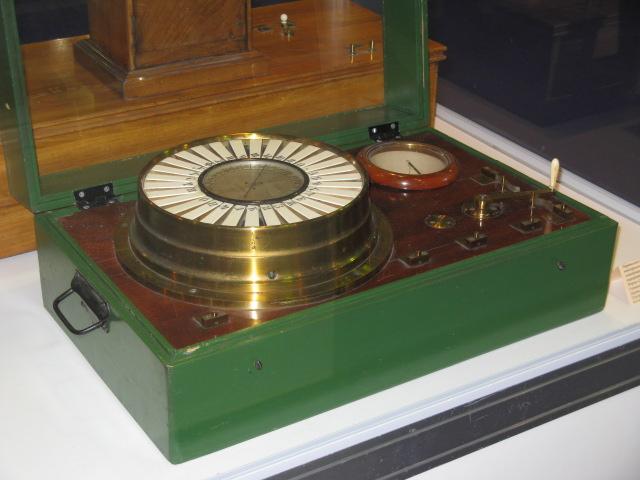 Переносной телеграфный аппарат электромагнитный стрелочный с клавиатурной передачей конструкции В. Сименса