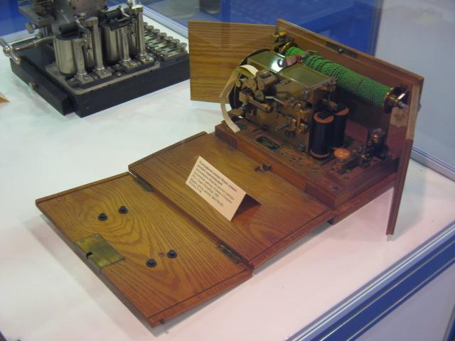 Телеграфный аппарат Морзе военно-полевой чернопишуший. 1905г.