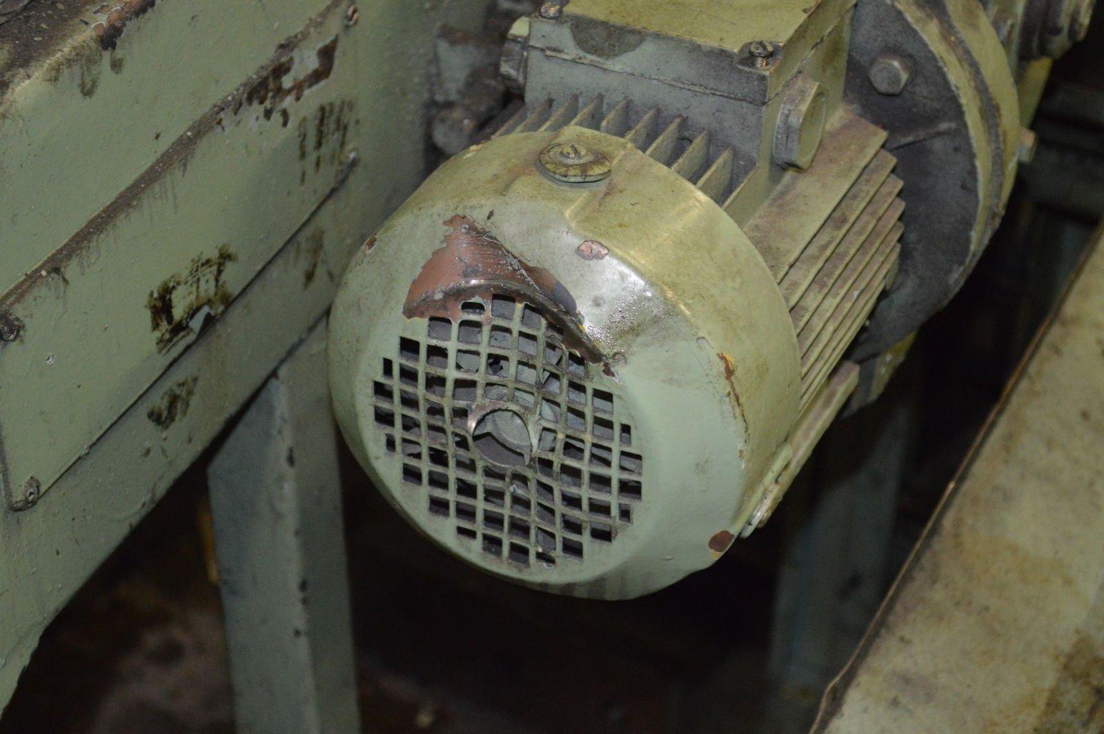 Помятый двигун стружкотранспортёра