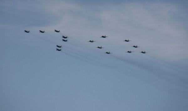 самолёты на параде