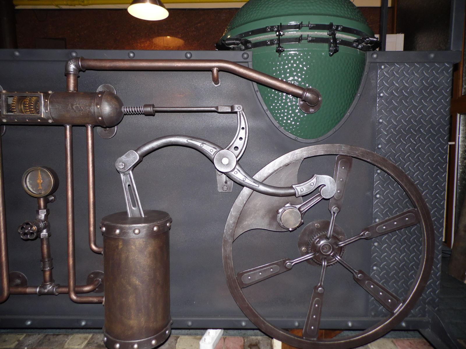 Ролл-бар, фасад стилизованный паровой двигатель