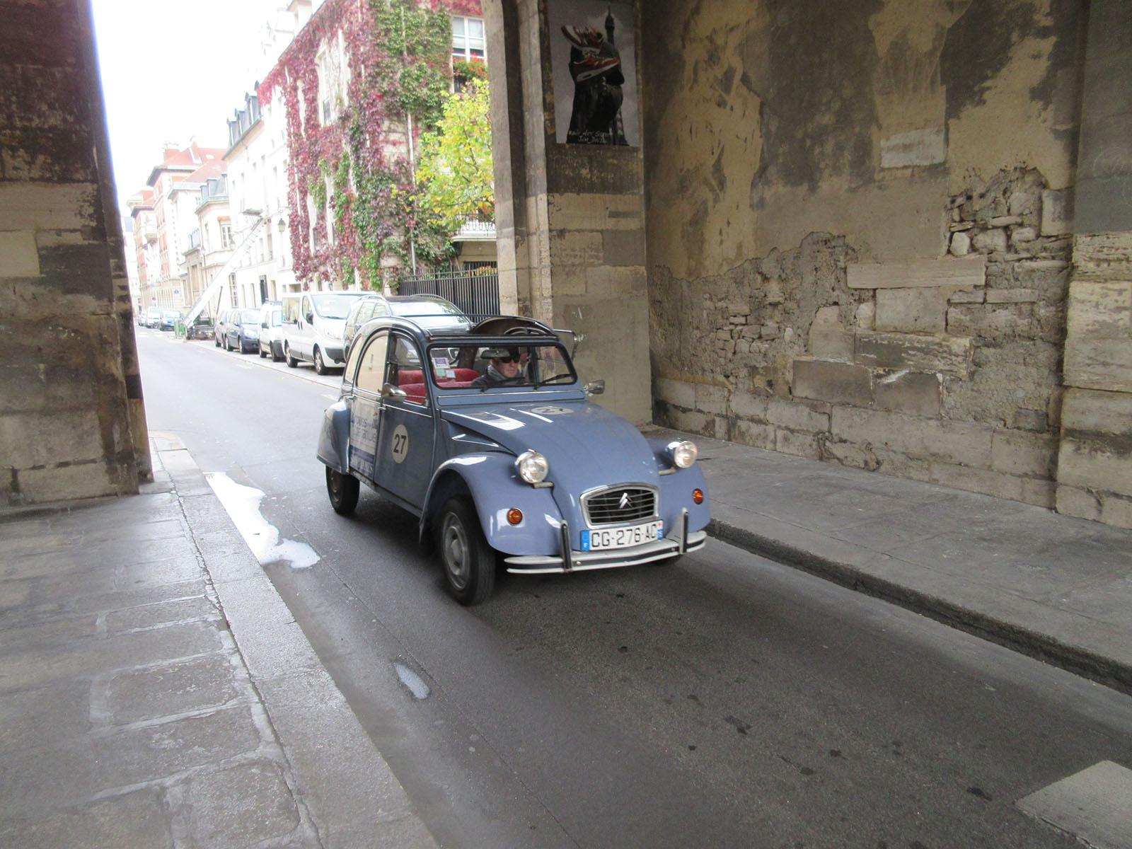 Это ездит по Парижу