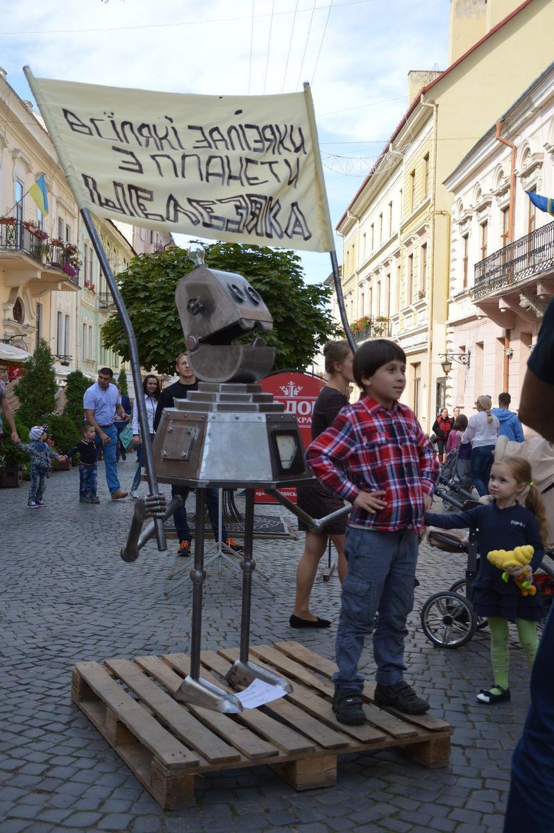 Робот с планеты Шелезяка (день города)