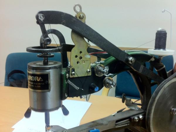 Электромотор управляется диммером очень плавно. В педаль вставлена простая кнопка концевик.