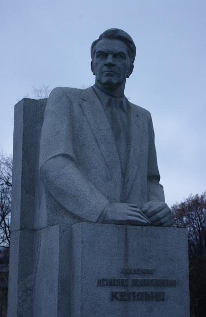 Памятник Мстиславу Всеволодовичу Келдышу на Аллее Героев у Мемориального музея космонавтики.