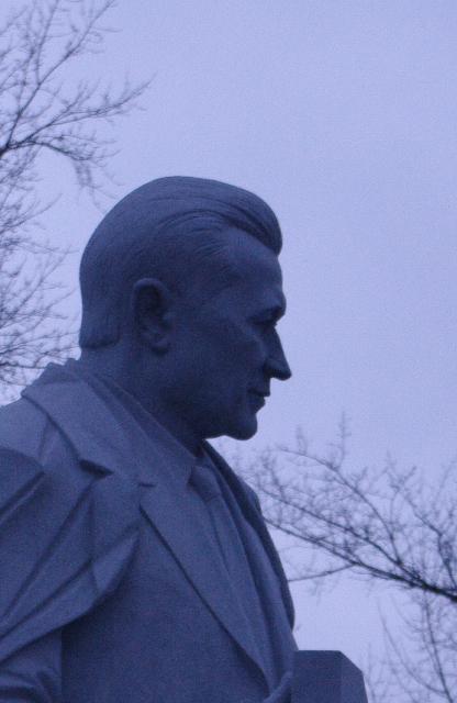 Памятник Владимиру Николаевичу Челомею на Аллее Героев у Мемориального музея космонавтики.