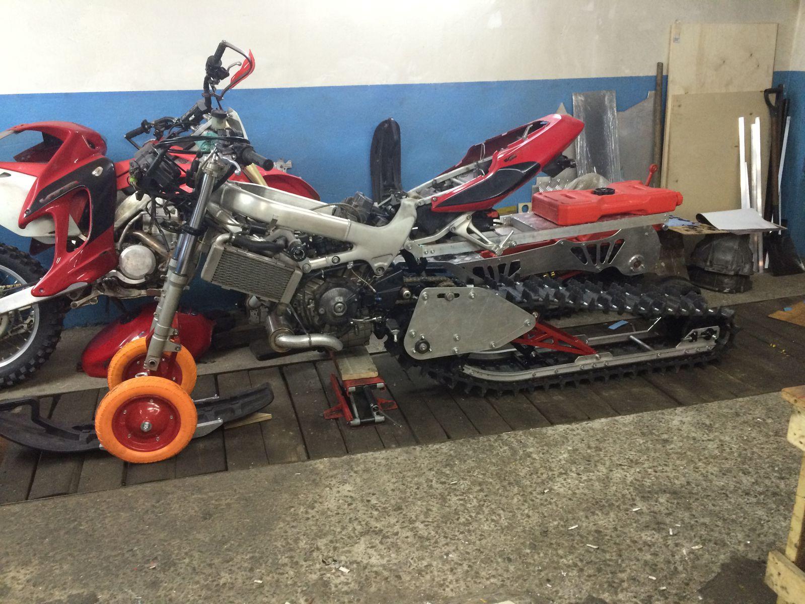 мотоцикл с гусеницей