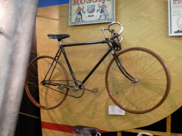 Дедушка гоночных велосипедов.