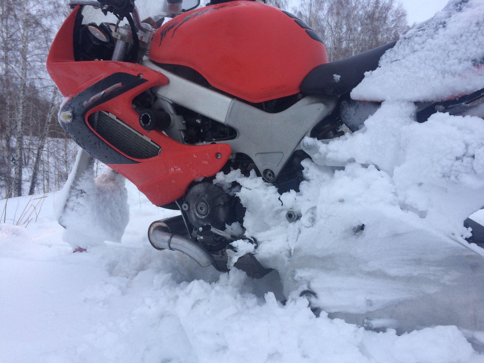 мокрый снег  делает  агрегат более аеродинамичным))))