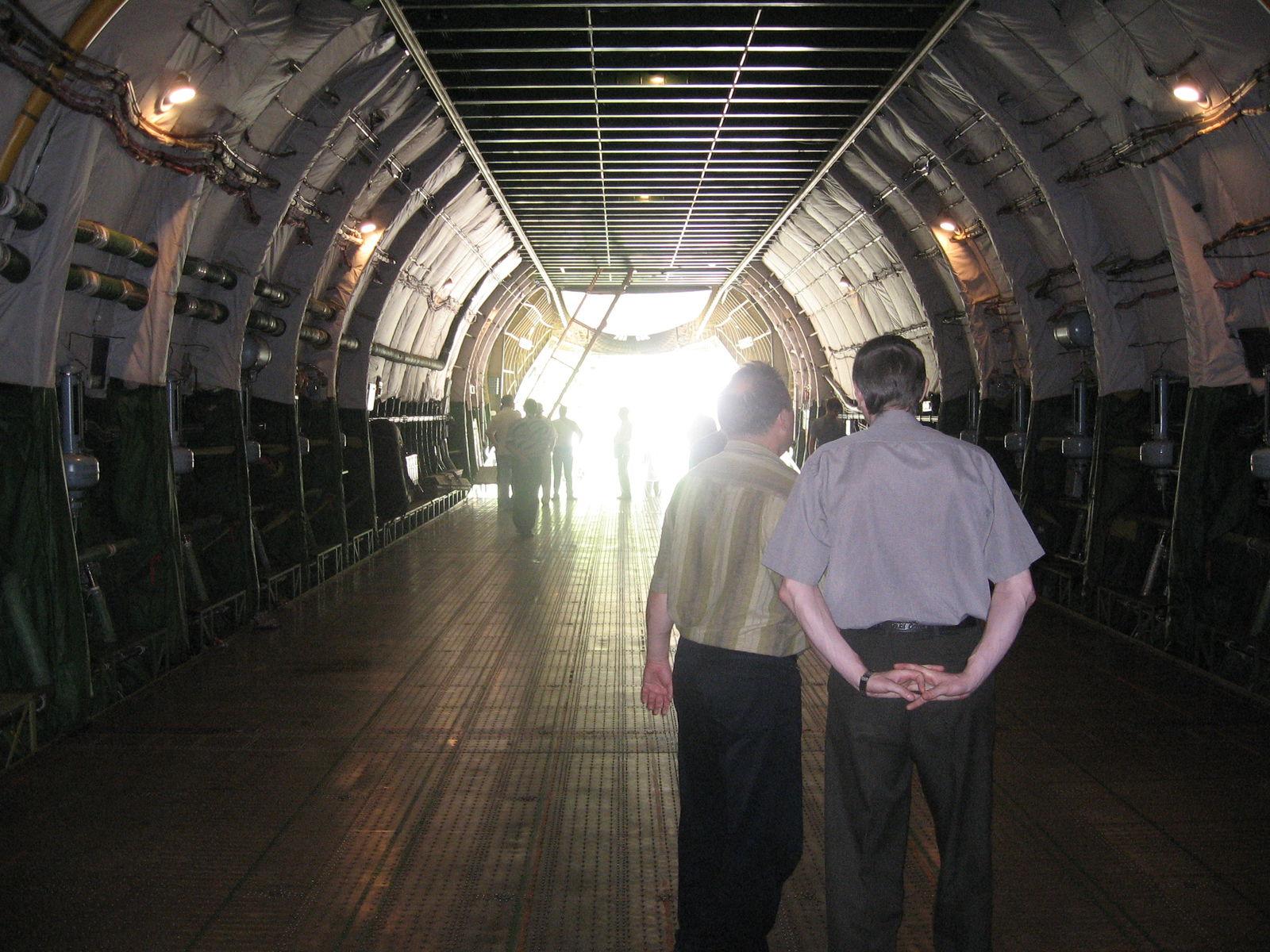 АН - 124 Руслан внутри грузового отсека