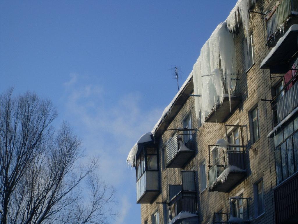 Ледяной балкон на 5 этаже