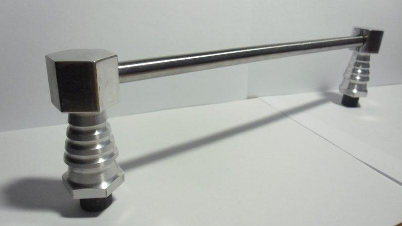 Ручка для двери ворот гаража. Выполненная на токарном станке. На создание ручки ушло около 4 часов.