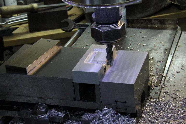 скоба для коробки CZ-200