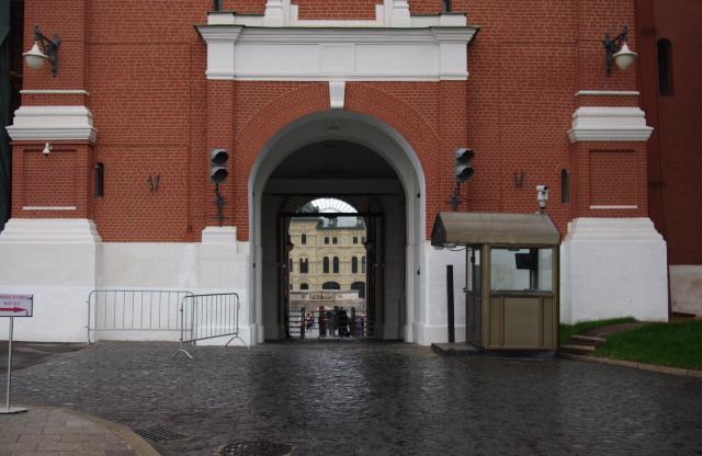 Выход из Кремля на Красную площадь.