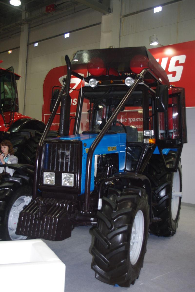 Газобаллонный трактор