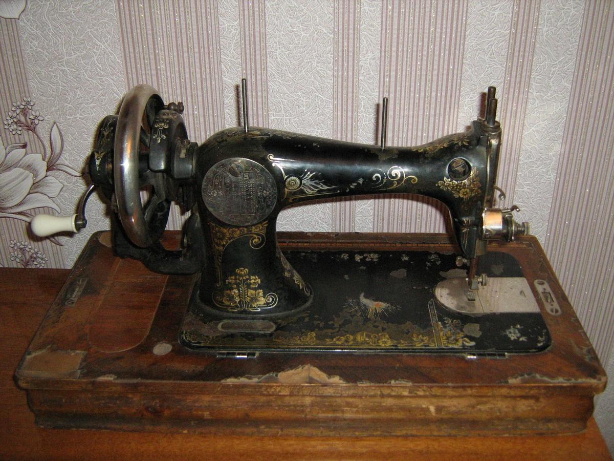 Ручная швейная машина Заря