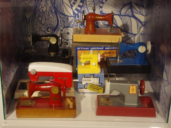 Детские швейные машины. Музей детства. Москва.