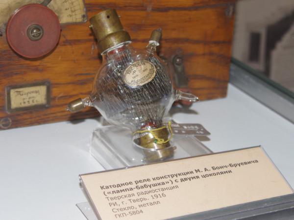 Катодное реле конструкции М.А. Бонч-Бруевича, с двумя цоколями, 1916г. Российская Империя