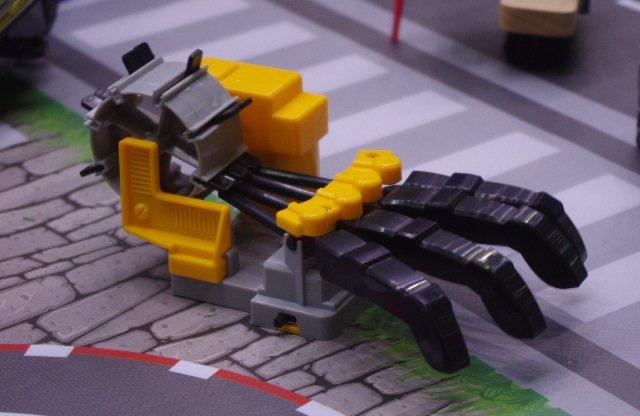 Механическая кисть. Игрушка.