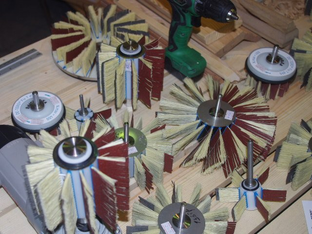 Заменяемые элементы из шкурки и волокна сизаля.