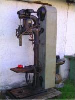 Alte Säulenbohrmaschine.jpg
