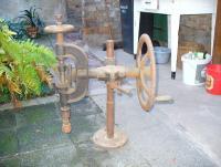bohrmaschine-nostalgie-handbetrieb-foto-bild-56851477.jpg