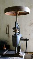 Bohrmaschine-mit-Schwungrad-a24856607.jpg