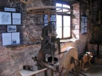 die alte Gross handbetriebene Bohrmaschine.jpg