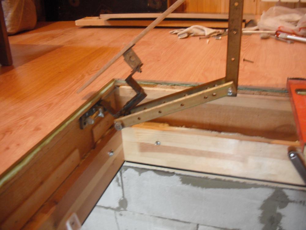 как установить петли на деревянный люк