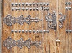depositphotos_26149279-stock-photo-medieval-gate.thumb.jpg.769479e5f1a053fd0055b5d9ada2bb75.jpg